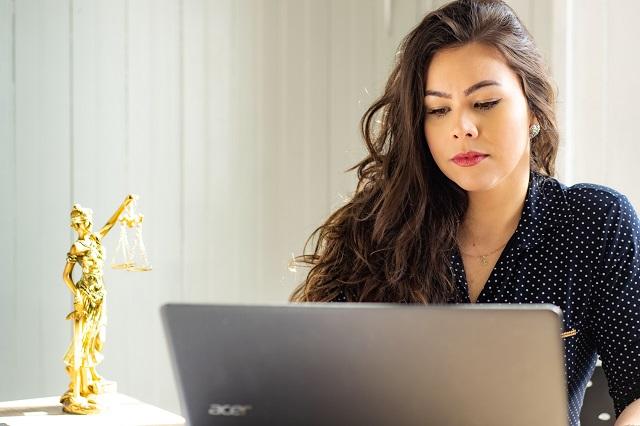 Adwokat przy pracy